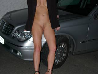 absolutely lovely....beautiful body and surperb legs that connect to that fantastic pussy.  I could eat that for hours!