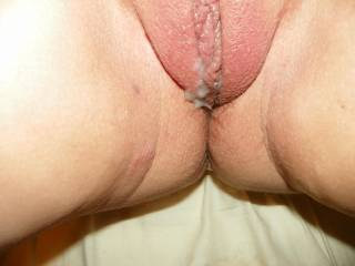 what a nice plump pussy, would love to see if I could pound it into getting a bit more swollen and deposit a load.
