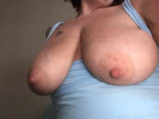 I want you to cum all over my sexy breasts 😘
