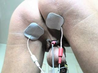 Using 2 sets of contacts to work on my anus and also my balls/penis !