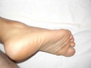 Wow, Erika has hot feet! I would love to lick her soles.