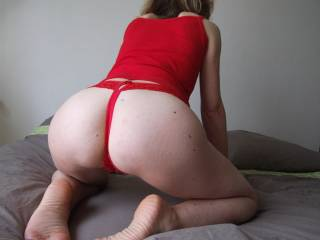 hot ass,like to fuck it and cum on her feet