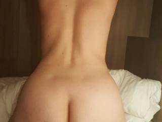 I think you are gorgeous, what a fantastic view of your gorgeous ass and body, very sexy..