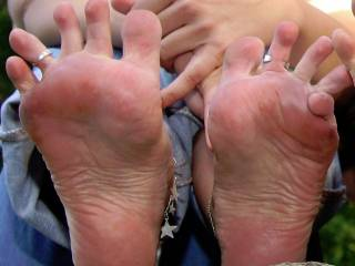 barefooting is sexy, and your feet are gorgeous!