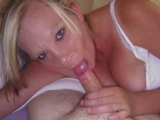 loves a girl that looks at ya while suckin ya cock :)