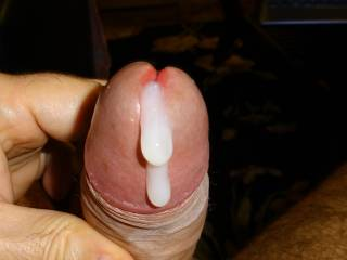 I would like to lick your cum from your dick head, and suck the rest out off your pisshole!