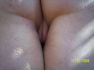 A nice peek at that nice pussy, and would be nice to fill in