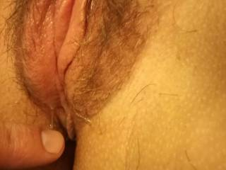 I rub my wife clit then she get wet. I love the taste of here juice.
