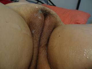 Nice wellshaped hole with a little bit of cum on!