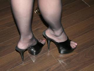 what beautiful feet in sexy mules - I'd love to kneel before you and licking your feet