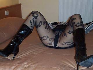 pantyhose mmmmm.... Looking good. Now you just need a dick in you.