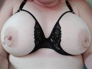 Does my cup-less bra make my tits look big?