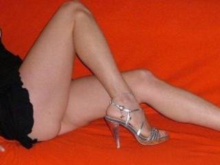 Great position! very feminin and elegant! fancy a threesome?