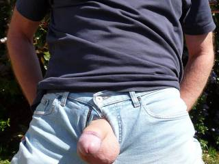 Mmmmm you need to release your jeans.... you look ready to explode with those heavy balls ;)