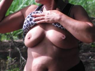 A quick titty flash outside