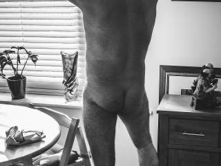Doing some naked cleaning for new friend, A little light cleaning while they took photos. Want me to clean for you?