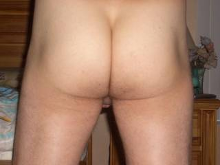 A perfect male ass, so nice and smooth and sexy.  A VERY HORNY visual delight for all connoiseurs of the male buttocks everywhere!!!