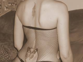 damn... i just want to rip into those fishnets and get at that luscious body