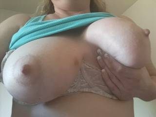 Kiki squeezing her big beautiful tits! I would love to watch you rubbing your tits against Kiki's