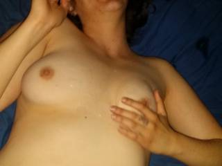 So sexy nice lil cumshot on those perfect tits