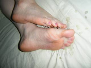 Let me lick and suck her feet clean!