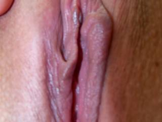 Thats a beautiful dalicious looking pussy,Id love to have a taste
