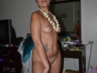 mmmm she is so hot! love her body....tits.....uh!