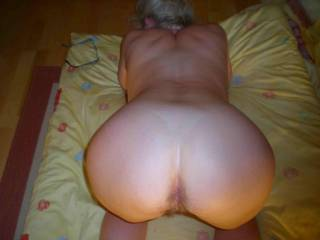 Does your wife like to take a big black pipe from behind..she's got a beautiful ass