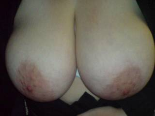 we love to swap pics with others and i like cumming on others pics ...