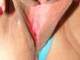 WOW i have never seen such suckable pussy lips ever! I thought mine were nice but you are making me feel so horny i just want to take them in my mouth! PLease.xx