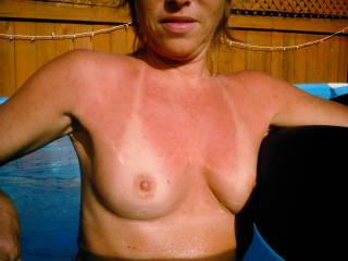 The tan lines on these lovely breasts stay perfect! How does she do it? :^)