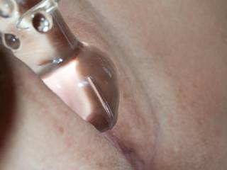 Love when a lady uses a glass dildo. HOT!!