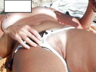 ... ooo yeah ... show her more ... let that cute pussy to catch more sun ... ... ... ooo daaa ... samo je pokazuj ... nek ta slatka pičkica uhvati još sunca ...