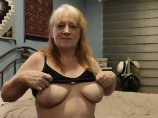 Tits: Proof that men can pay attention to \'two\' things at once. Now, I need your undivided attention!