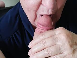 Old chick sucking the cock