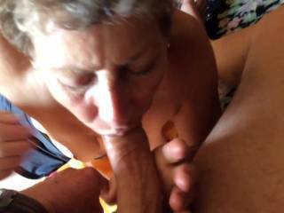 nothing can top a mature woman who enjoys sucking cock and having cum on her face and mouth, excellent sexy woman