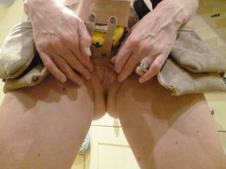 """yummy pussy, inviting spread MMMMM love to work on it with my """"screwdriver"""" !!"""