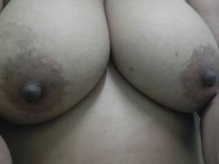 Mmmmm, those tits are gorgeous.