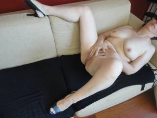 That is a definition of a hot sexy body , wish I could lay between those lovely thighs and slide my cock straight in ,,