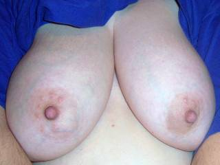 now i like this pic!!!  lookin for a nice one to cum on, i know you have great tits!! (?) just tryin to find that perfect pic to get me hard and cum on.....
