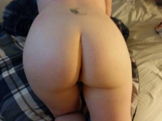 Absolute mouthwatering what a ass got me hard straight away bet shes feels very nice to enter.