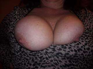 damn!!!! thats the kinda boobs ya just wanna grab squeeze and suck