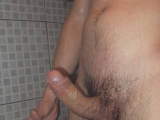 Mmmmmmmmmm,  NOW thats a NICE piece of Cock... My Pussy would LUV it!