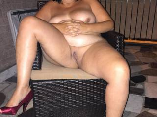 Now that's my kind of hot white wife love some playtime with you sexy lady mmmmm
