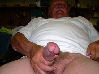 beautiful head on your cock! precum promises even more exciting things to cum...(pardon the pun)