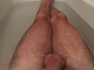 Just missing a good wine and a sexy woman!! Any girl/milf around in Sydney to share the bath?