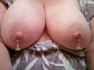 i would love to play wit them nipple rings!