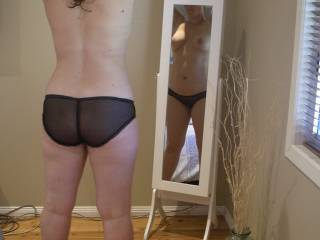 Hot looking ass very sexy body mmm