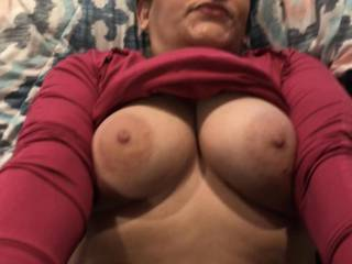 Look at those sexy nipples on those beautiful tities!! They are fantastic and sexy as fuck and taste delicious!!
