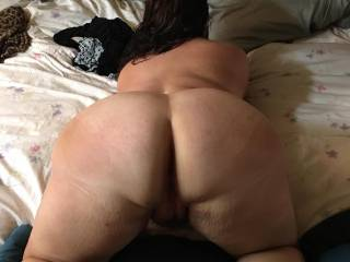 Who wants a shot at my big round ass ??